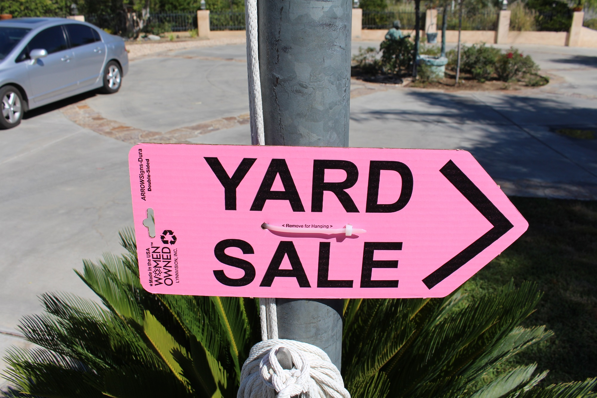ARROWSigns-Dura-Pink-Yard-Sale-Sign-In-Use